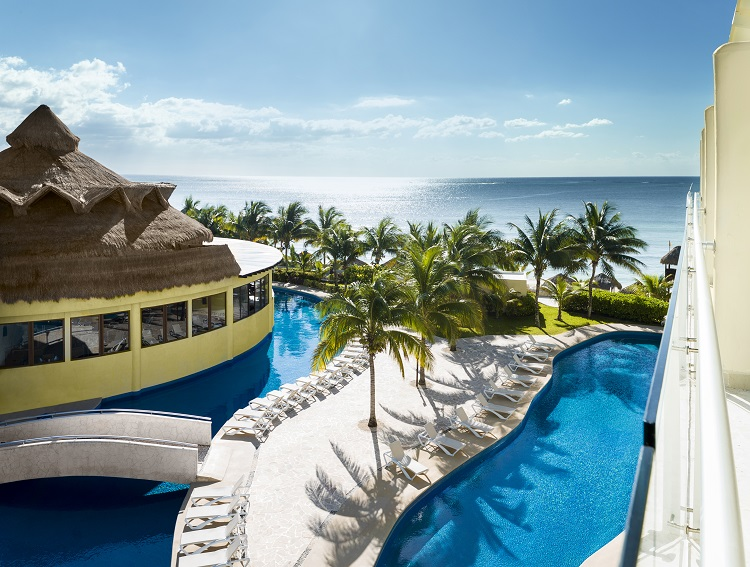 AZS_Jacuzzi_Jr_Swim_Up_Suite_2121_Room_View Featured Resort of the Week: Azul Sensatori Mexico