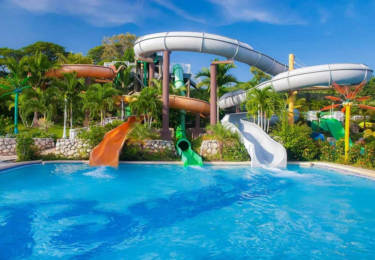 12 Resorts that are Fun for the Whole Family!
