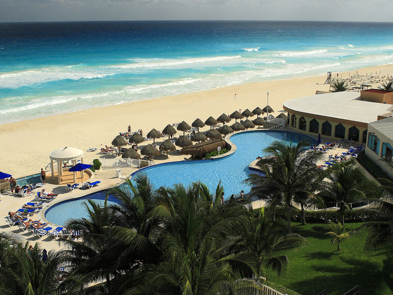 DRESC_EXT_Aerial2_2_Bleed Cheapest All-Inclusive Resorts in Cancun